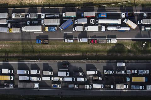 Prioridade de governo é desobstruir acesso de combustível a aeroportos e termelétricas
