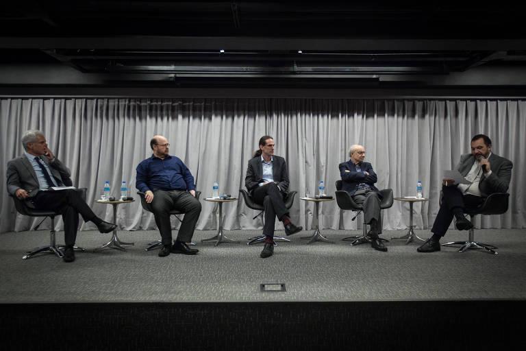 Carlos Pereira, Fernando Abrucio, Uirá Machado, Fabio Wanderley Reis e Mauro Paulino no debate de reinauguração do auditório da Folha