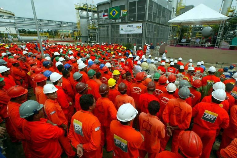 Alguns dos maiores fundos fechados do país, incluindo o Petros, dos funcionários da Petrobras, lançaram programas de equacionamento, cobrando contribuições maiores de seus associados, para cobrir anos de rombos bilionários