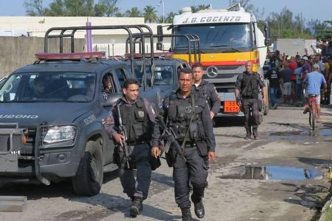 Exército e PM fazem ações para entrega de combustível pelo país