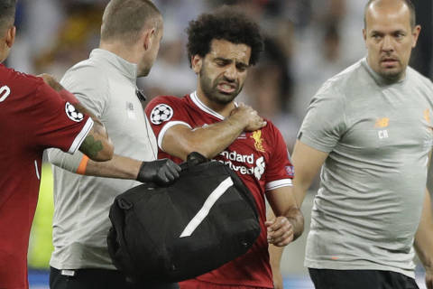 Liverpool's Mohamed Salah grimaces as he leaves after injuring himself during the Champions League Final soccer match between Real Madrid and Liverpool at the Olimpiyskiy Stadium in Kiev, Ukraine, Saturday, May 26, 2018 (AP Photo/Matthias Schrader) ORG XMIT: CLF130