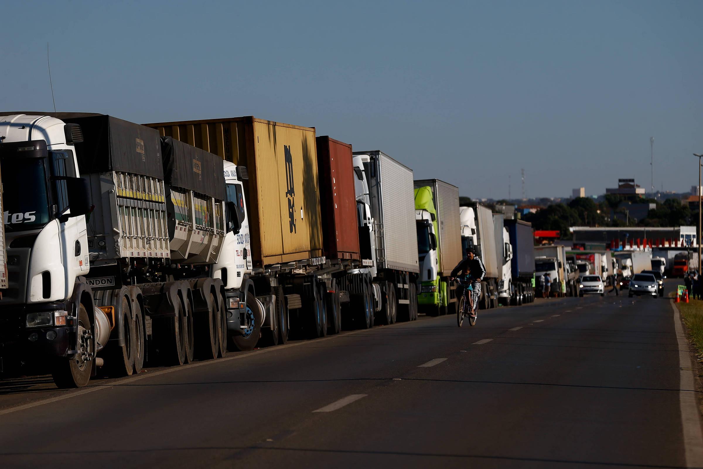 Resultado de imagem para Áudios sobre protestos de caminhoneiros são falsos