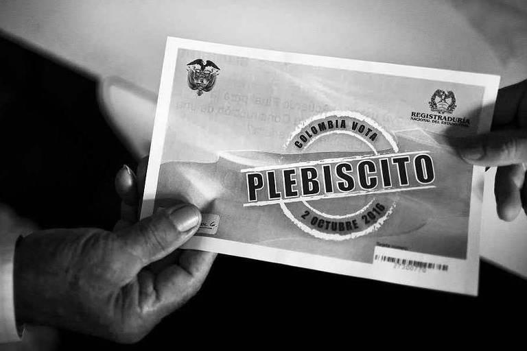 Cédula de votação para plebiscito sobre acordo de paz na Colômbia, em 2016