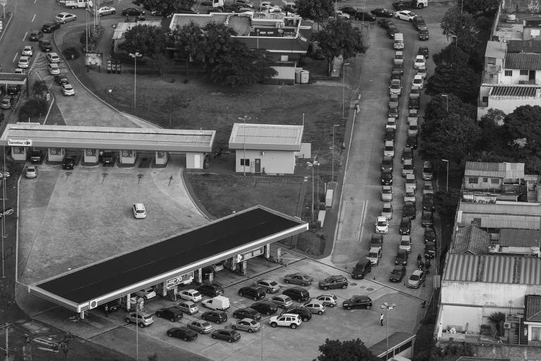 Fila em posto de gasolina de São Caetano