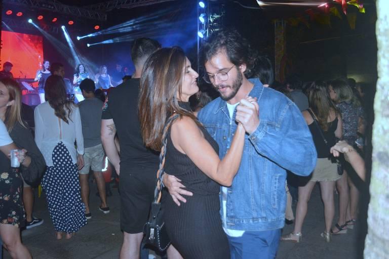 Fátima Bernardes dança dorró com Túlio Gadelha