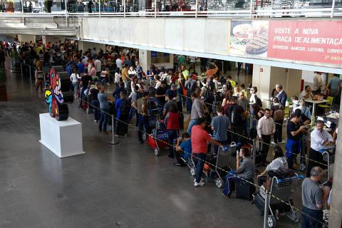 Querosene chega a aeroporto de Brasília, mas reservatórios têm apenas 18% da capacidade