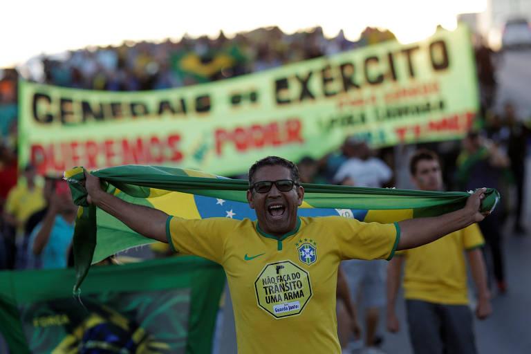 Protesto em apoio à greve de caminhoneiros e contra o presidente Michel Temer, em Brasília