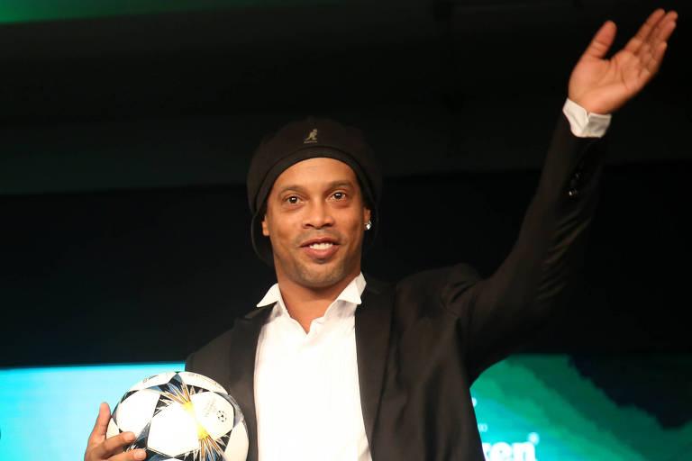 Ronaldinho Gaúcho em evento de exibição da final da Liga dos Campeões, em São Paulo