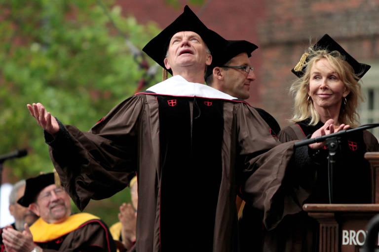 Sting recebe diploma honoris causa da Universidade Brown