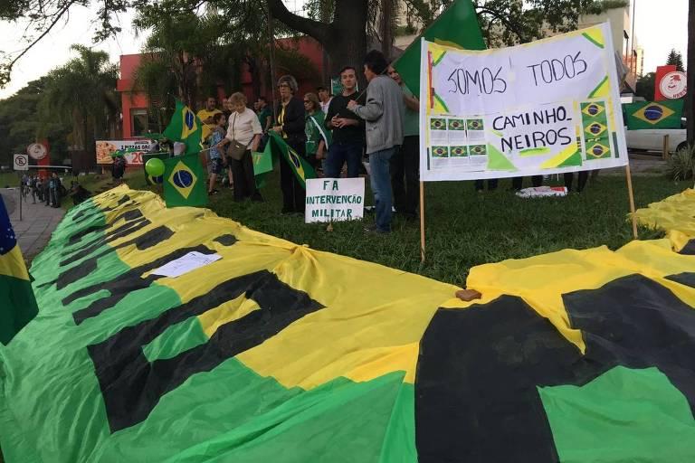 longa bandeira verde e amarela