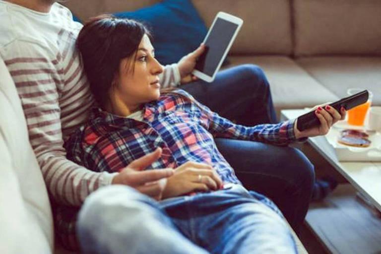 O aparelho escutou a conversa de um casal e enviou para um dos contatos