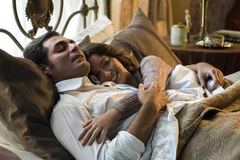 Elisabeta (Nathalia Dill) e  Darcy (Thiago Lacerda)