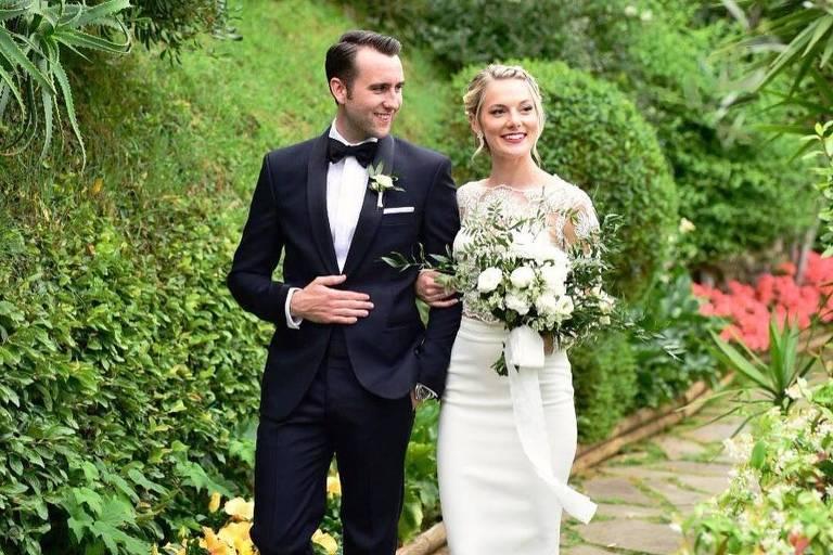Matthew Lewis e Angela Jones se casam na Itália