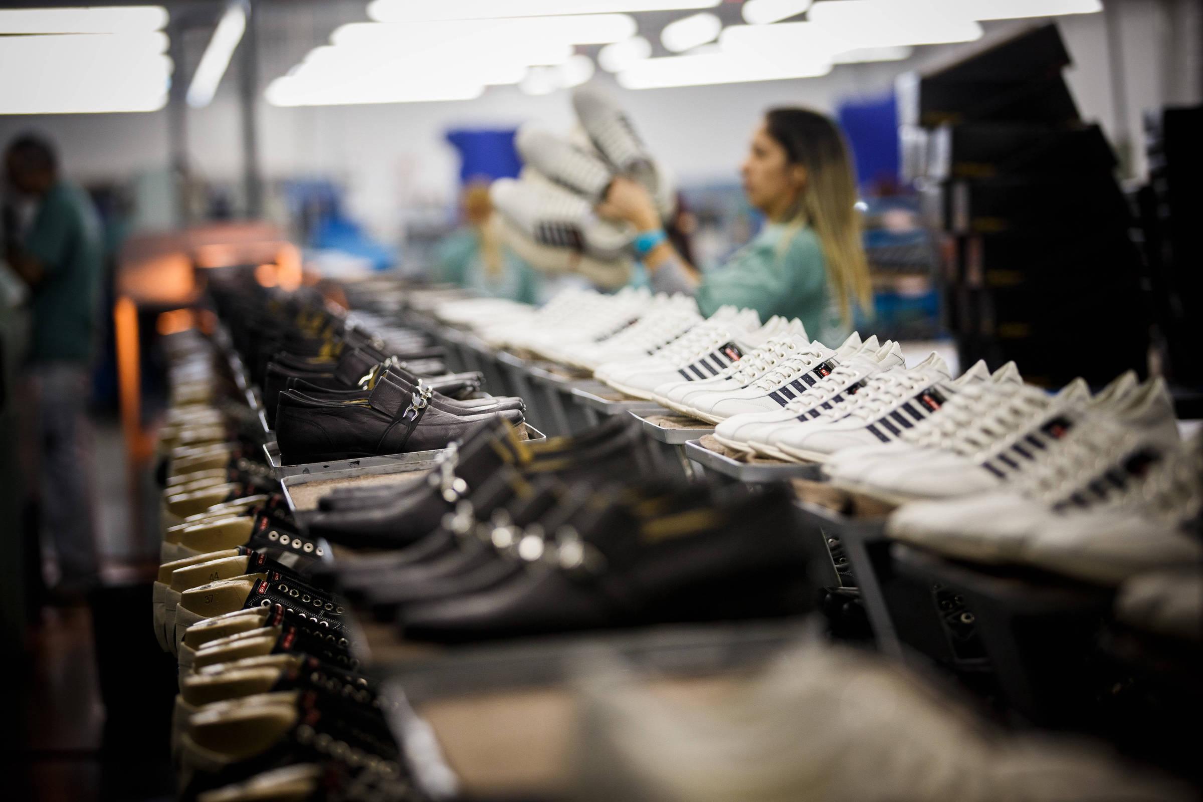 0d8489794 1/3 da produção de calçados está parada dentro das fábricas, diz  Abicalçados - 29/05/2018 - Mercado - Folha