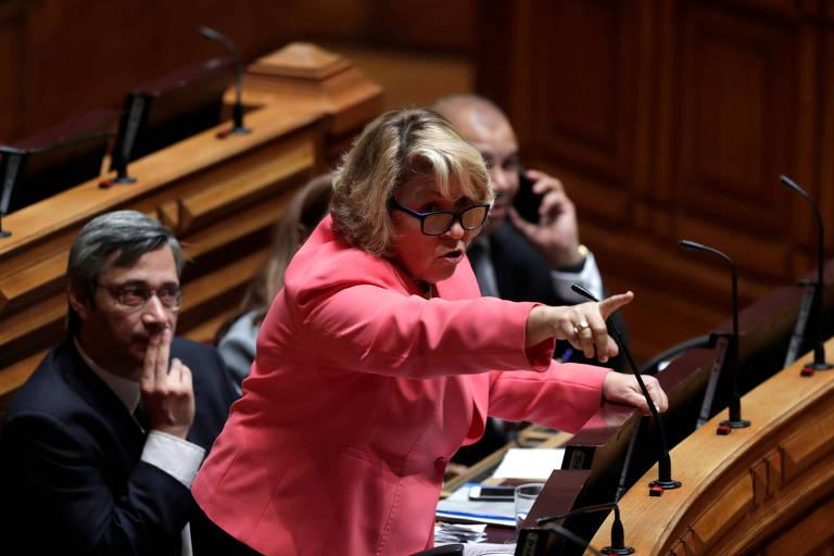 A parlamentar e médica Isabel Galriça Neto, do CDS/PP, fala durante a votação sobre legalização da eutanásia no Parlamento português