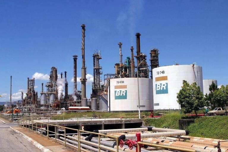 Governo interfere no preço do óleo diesel