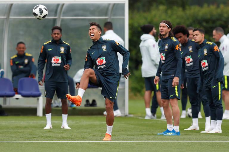 Firmino se apresentou antes à seleção brasileira e já participou do treino da equipe nesta terça-feira (29)