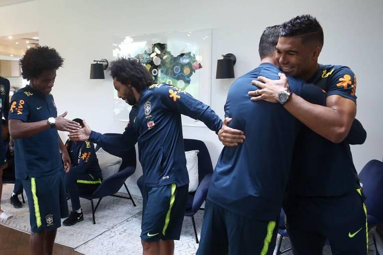 Marcelo e Casemiro se apresentam à seleção brasileira em Londres