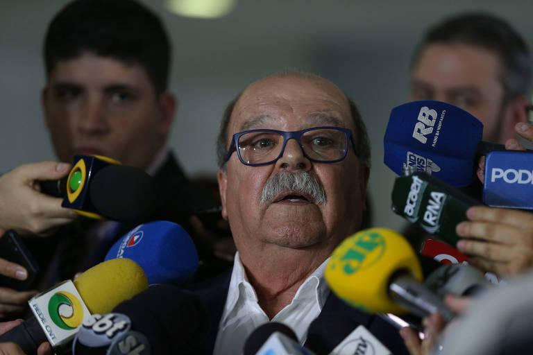 O presidente da Abcam (Associação Brasileira dos Caminhoneiros), José da Fonseca Lopes, fala à imprensa, em Brasília