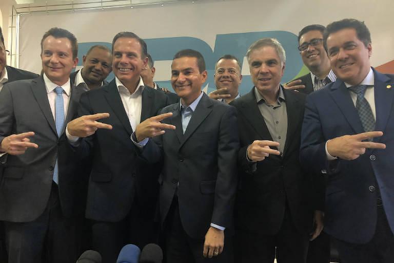 O candidato ao governo de São Paulo João Doria (PSDB) recebe apoio do PRB, ao lado do presidenciável Flávio Rocha e do deputado Celso Russomanno