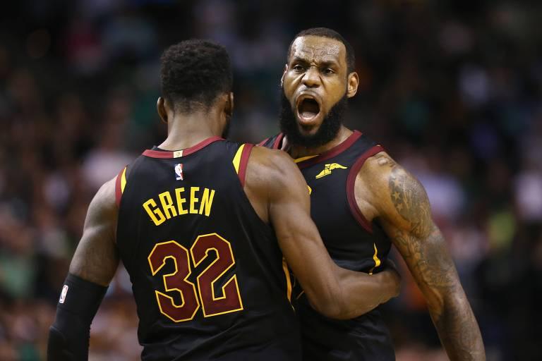 LeBron James e Jeff Green batem o peito no jogo 7 da final do Leste
