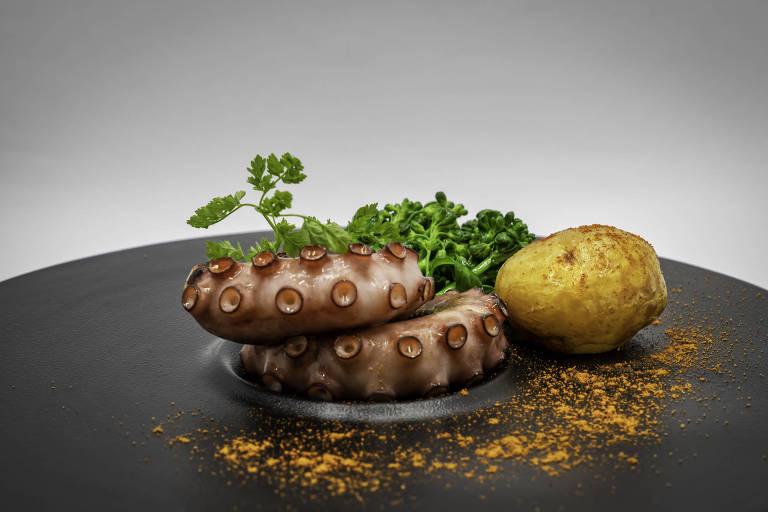 Tentáculos de polvo servidos com brócolis e batatinhas estão no novo menu do Verbena, agora comandado por Luciano Boseggia