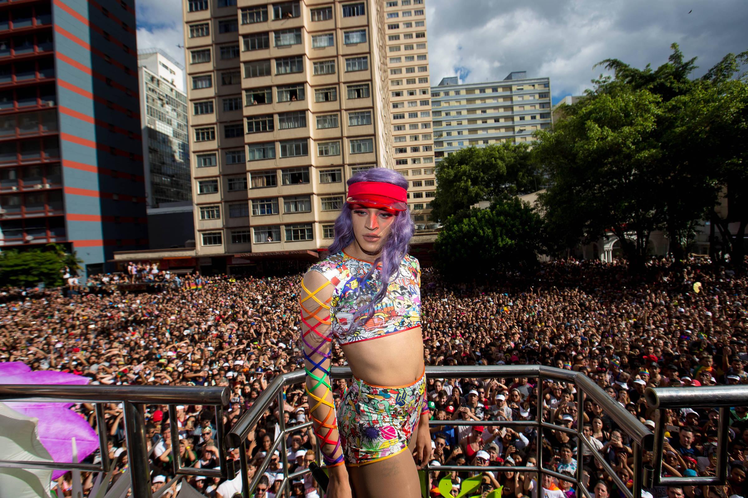 753687c16 Marchas e Parada do Orgulho LGBT colorem São Paulo neste fim de semana -  01 06 2018 - Passeios - Guia Folha