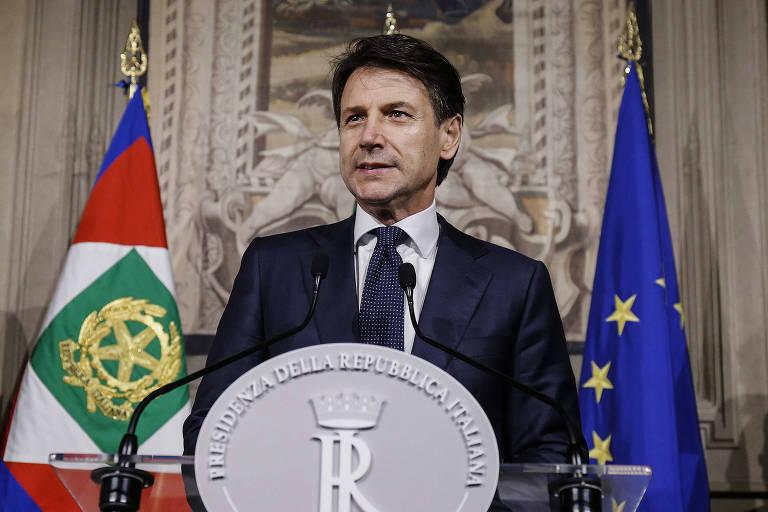 Giuseppe Conte fala à imprensa no Palácio do Quirinale, em Roma, após aceitar indicação do presidente para ser o novo premiê da Itália