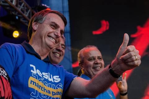 SÃO PAULO, SP, BRASIL, 31-05-2018: O deputado federal e pré-candidato a presidência da República, Jair Bolsonaro, participa da Marcha para Jesus 2018, com discurso do apóstolo Estevam, que pede oração para o Brasil. (Foto: Eduardo Anizelli/ Folhapress, PODER)