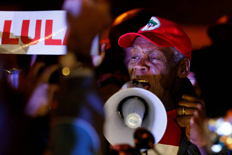O ator Danny Glover, durante visita à vigília em defesa do ex-presidente Lula em Curitiba