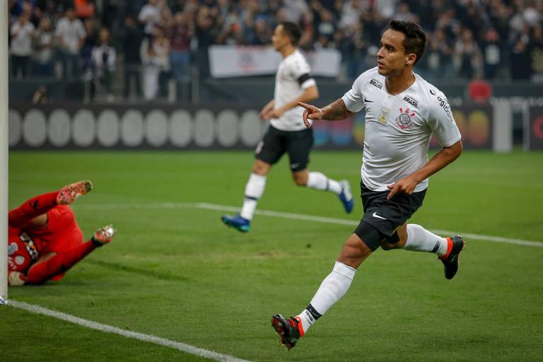 Jadson comemora gol contra o América-MG na última quinta-feira (31)