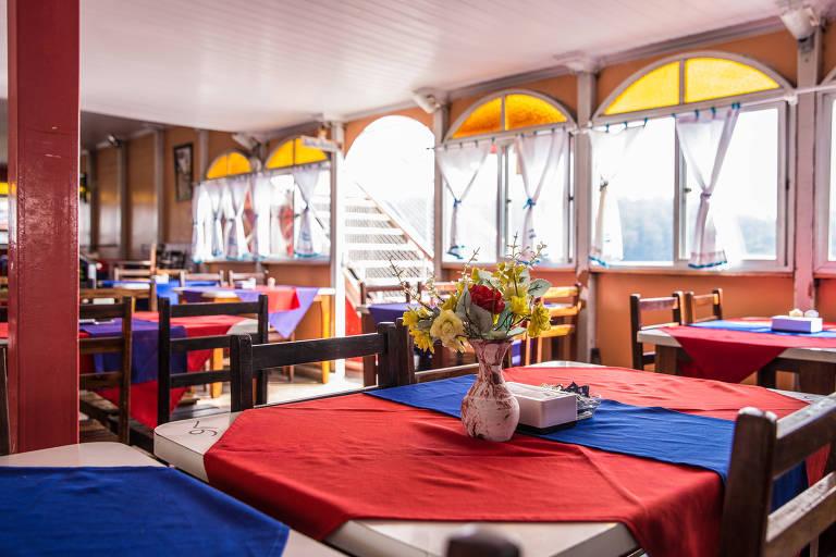 São Paulo, SP, Brasil, 24-05-2018: Salão do restaurante flutuante Nautilus, na represa Billings, em São Bernardo do Campo. (Foto: Alberto Rocha/Folhapress)