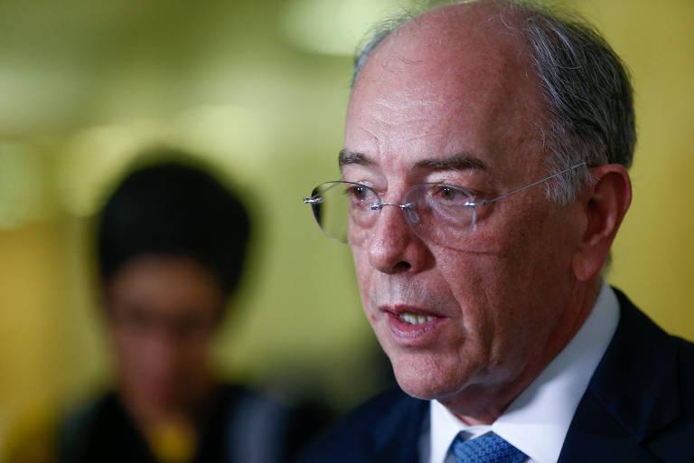 O ex-presidente da Petrobras Pedro Parente fala com a imprensa após reunião com o presidente Temer, no Palácio do Planalto