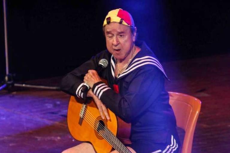 Carlos Villagrán, intérprete do personagem Kiko no seriado Chaves, durante apresentação de seu show em São Paulo em 2014