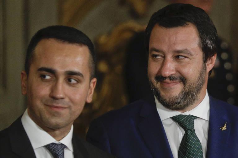 O ministro do Interior, Matteo Salvini, à dir., ao lado de Luigi Di Maio, líder do movimento 5 Estrelas, em Roma
