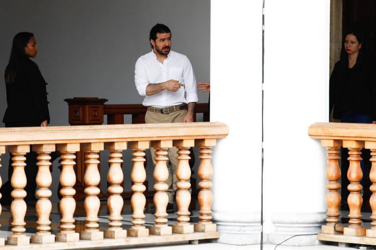 O oposicionista Daniel Ceballos (dir) foi um dos libertados, em Caracas
