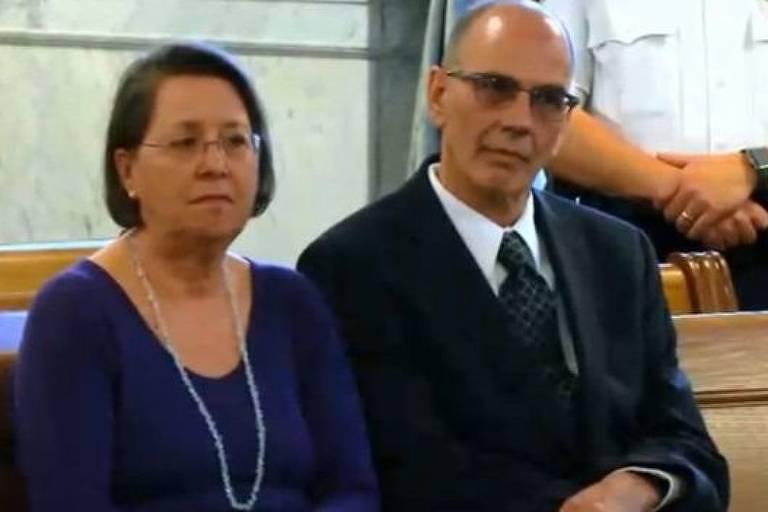 Christina e Mark Rotondo enviaram cinco cartas de despejo ao filho, mas não receberam resposta
