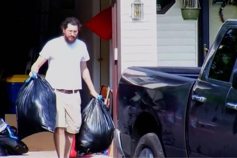 Michael Rotondo guardou os pertences no seu carro duas horas antes de vencer o prazo de despejo determinado pelo juiz