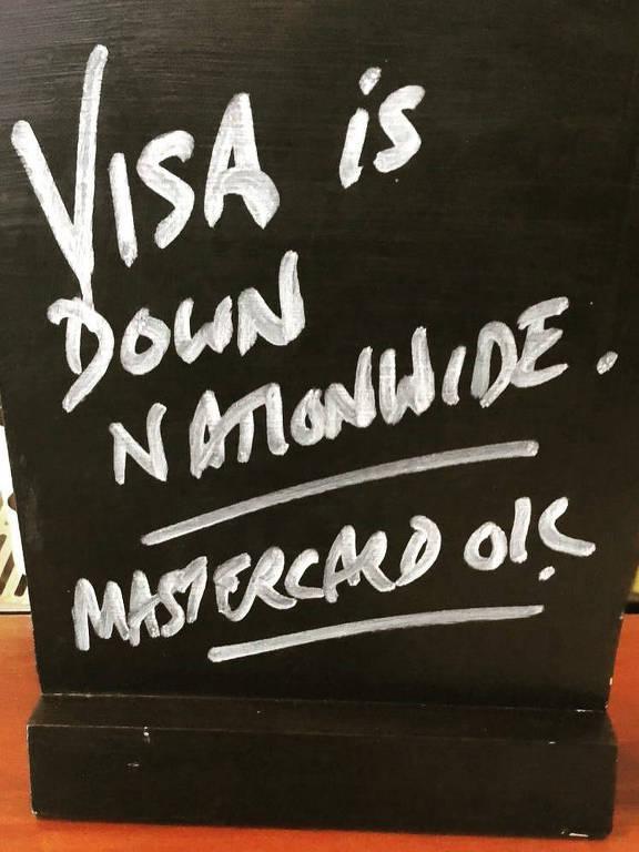 """Aviso que diz """"Visa está fora do ar em todo o país. Mastercard está ok"""""""
