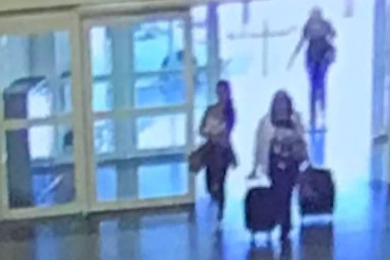 Imagens da câmera de segurança de aeroporto em São Paulo mostram mulher de Goiás que simulou próprio sequestro para extorquir marido