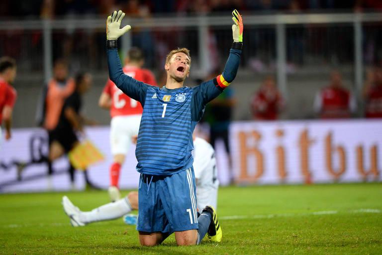 Neuer, da Alemanha, lamenta o segundo gol da seleção da Áustria