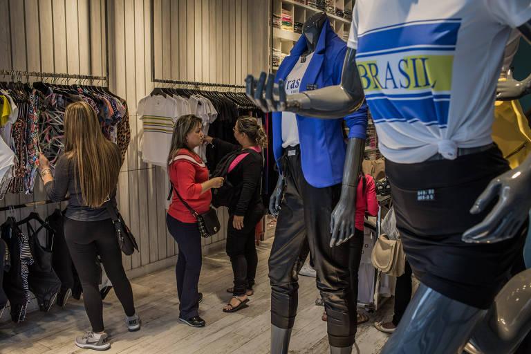Comércio na Rua José Paulino, no Bom Retiro, em São Paulo