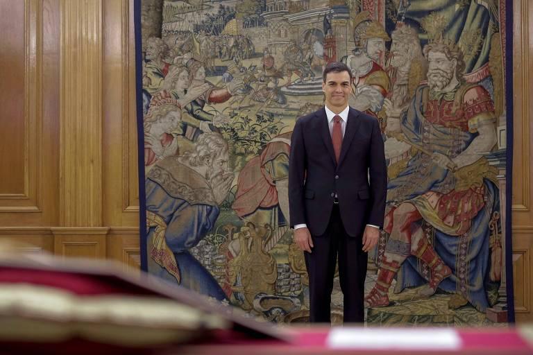 O novo premiê espanhol, Pedro Sánchez, durante cerimônia de juramento ao rei Felipe 6º