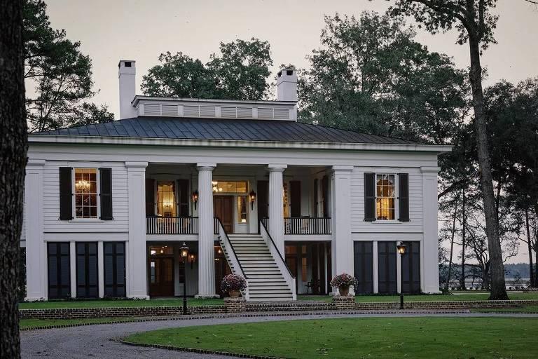 Ator Ben Affleck coloca mansão avaliada em US$ 8,9 milhões à venda