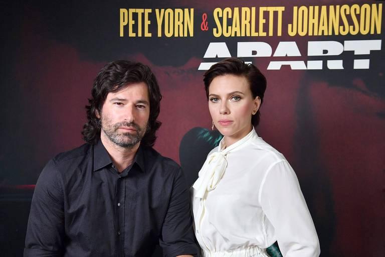 """Pete Yorn and Scarlett Johansson durante o lançamento de """"Apart"""""""