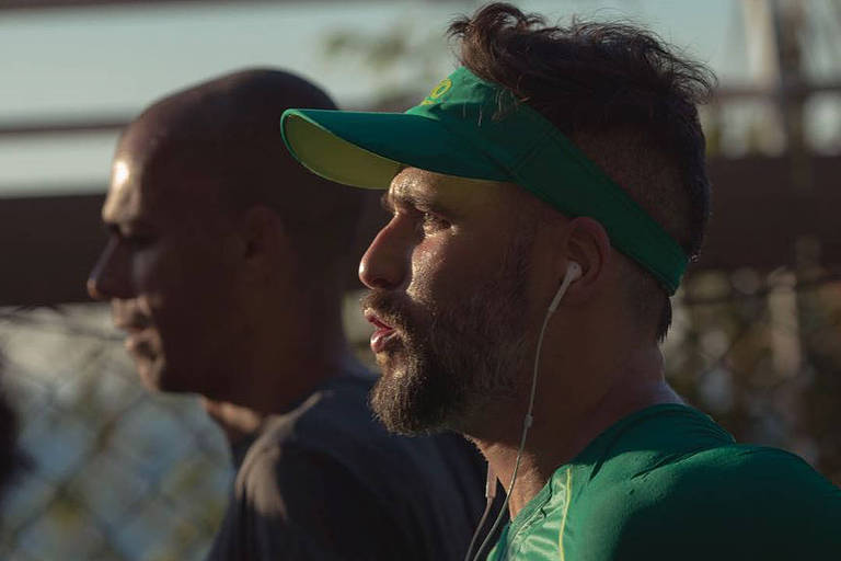 Bruno Gagliasso participa de meia maratona