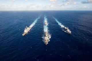 Negócios com a China, exercícios militares com os EUA
