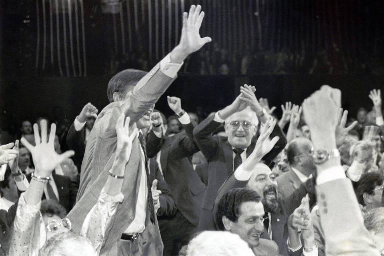 Presidencialistas comemoram vitória em votação que aprovou o sistema de governo do Brasil na Assembléia Nacional Constituinte de 1987-1988
