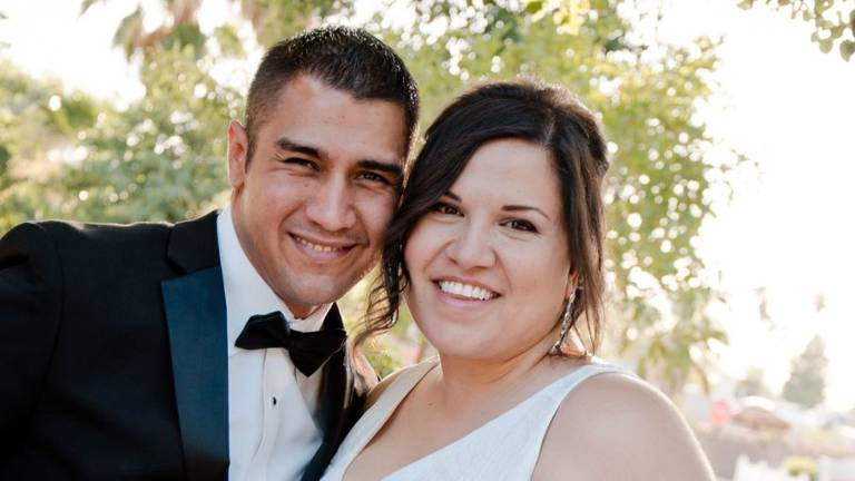 Adam e Raquel Gonzales estavam juntos havia cinco anos quando, um dia, Adam acordou sem conseguir reconhecer a própria mulher