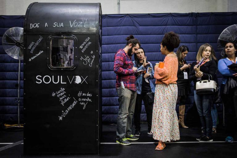 Cabine para captar voz de doadores da startup Soulvox instalada na Virada Empreendedora de 2017